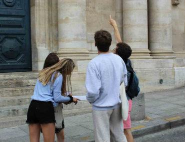 balade dans paris avec un guide touristique ou un guide conférencier