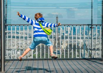 Enfant-tour-Montparnasse