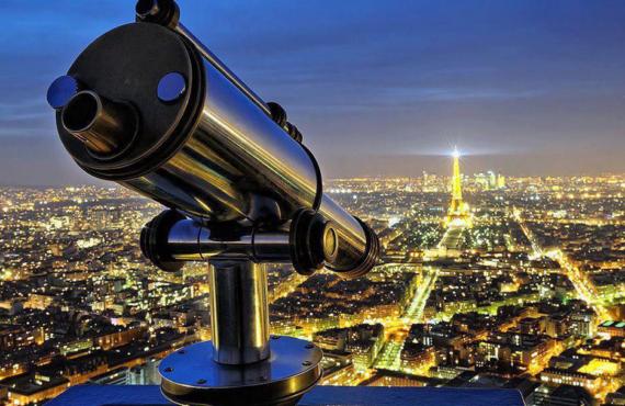 Vue magnifique la nuit depuis la tour Montparnasse