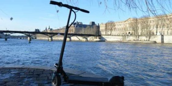 Paris in an electric scooter: the rules to follow