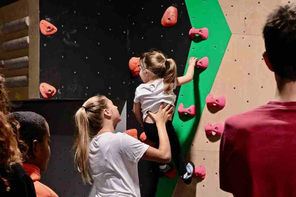 climbing activity child paris