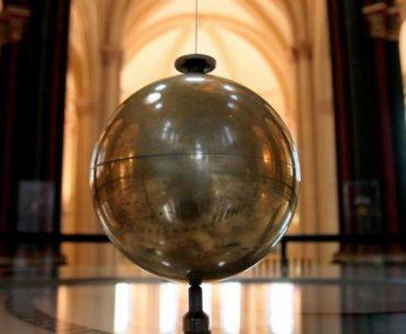 Foucault's pendulum at the Musée des Arts et Métiers