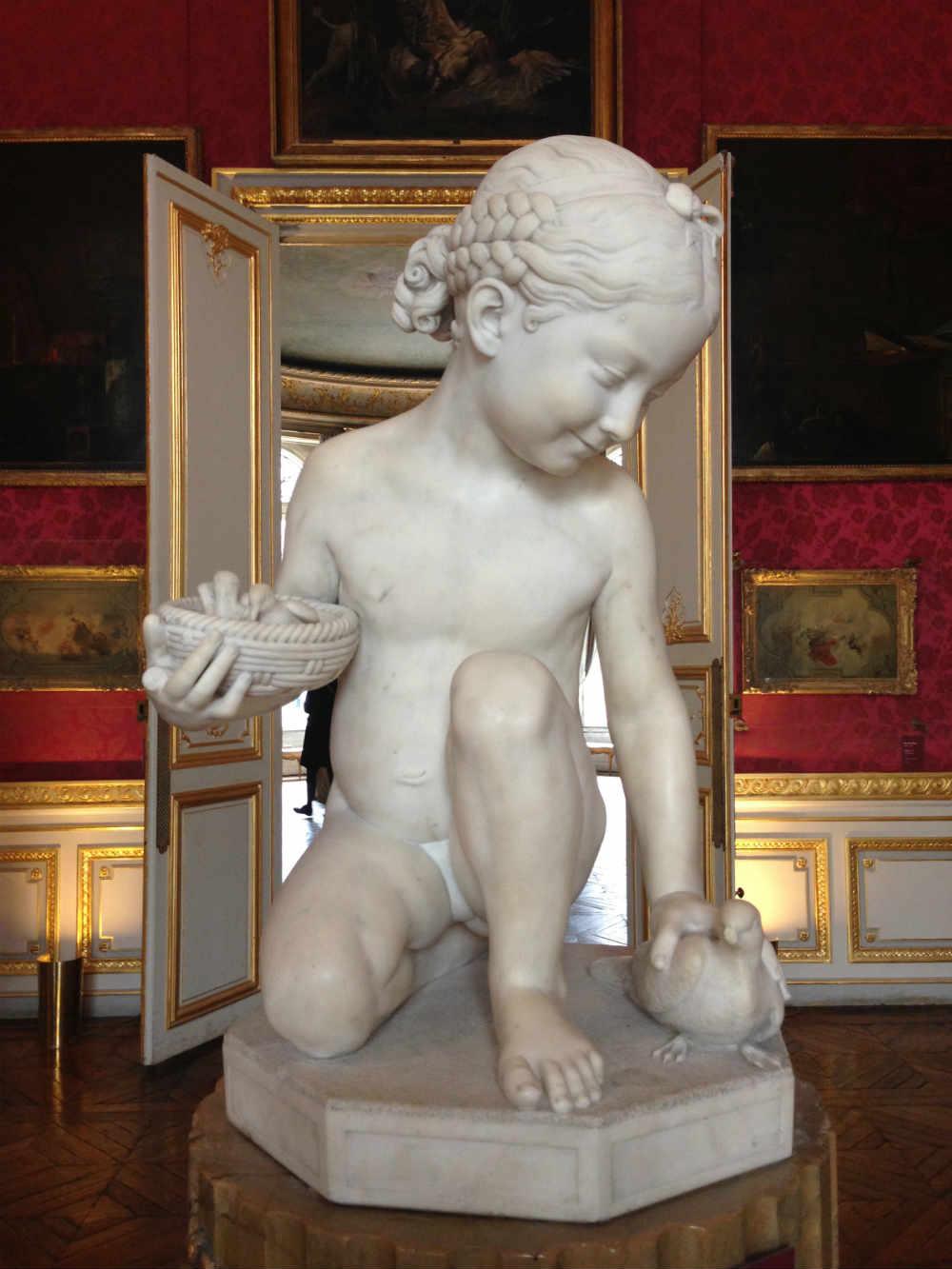 statue d'enfant au musée Jacquemart André