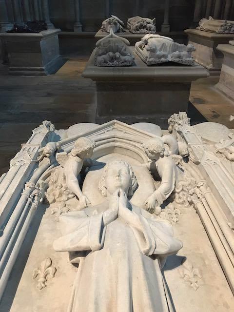 tombes à l'intérieur de la Basilique Saint-Denis