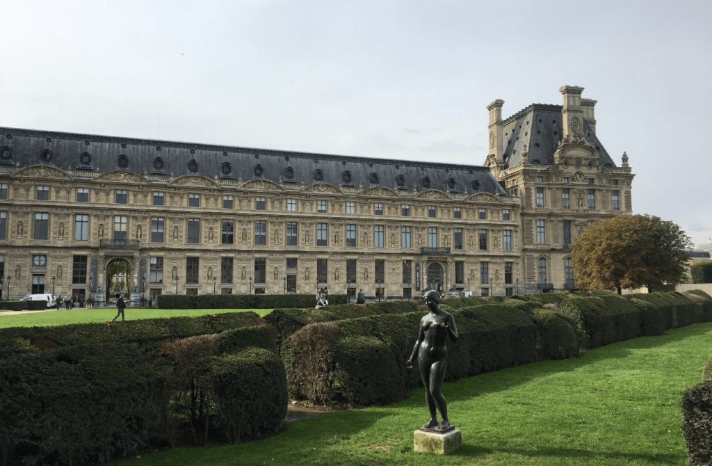 guided family tour in the Tuileries garden